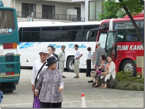 観光バスと堀切菖蒲園