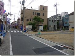 菖蒲園通り商店街の二幸寿司前